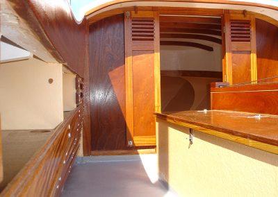 Intérieur de pinasse tillole en bois